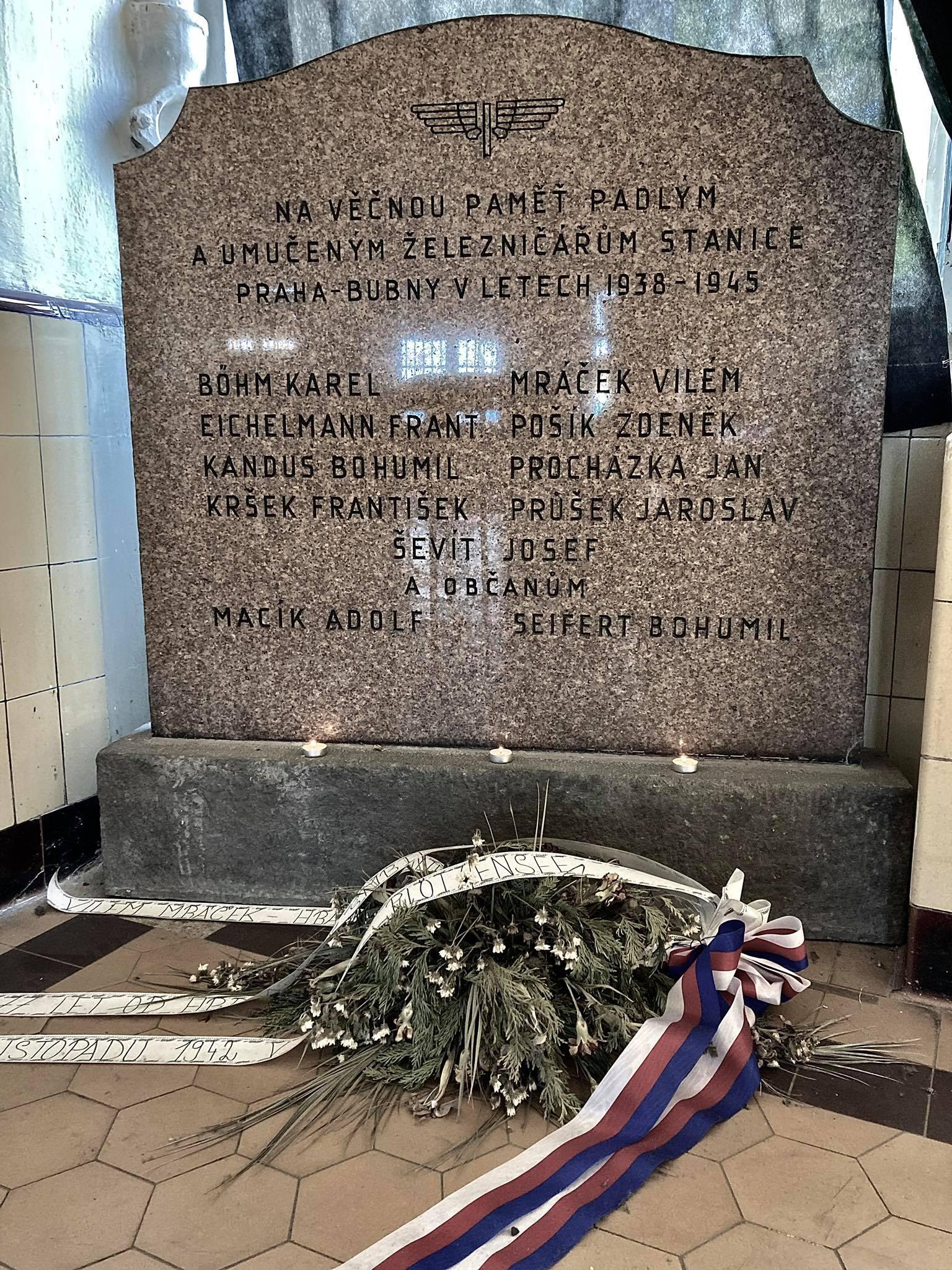 Pomníček-českým-odbojářům-z-řad-železničářů-na-nádraží-praha-Bubny