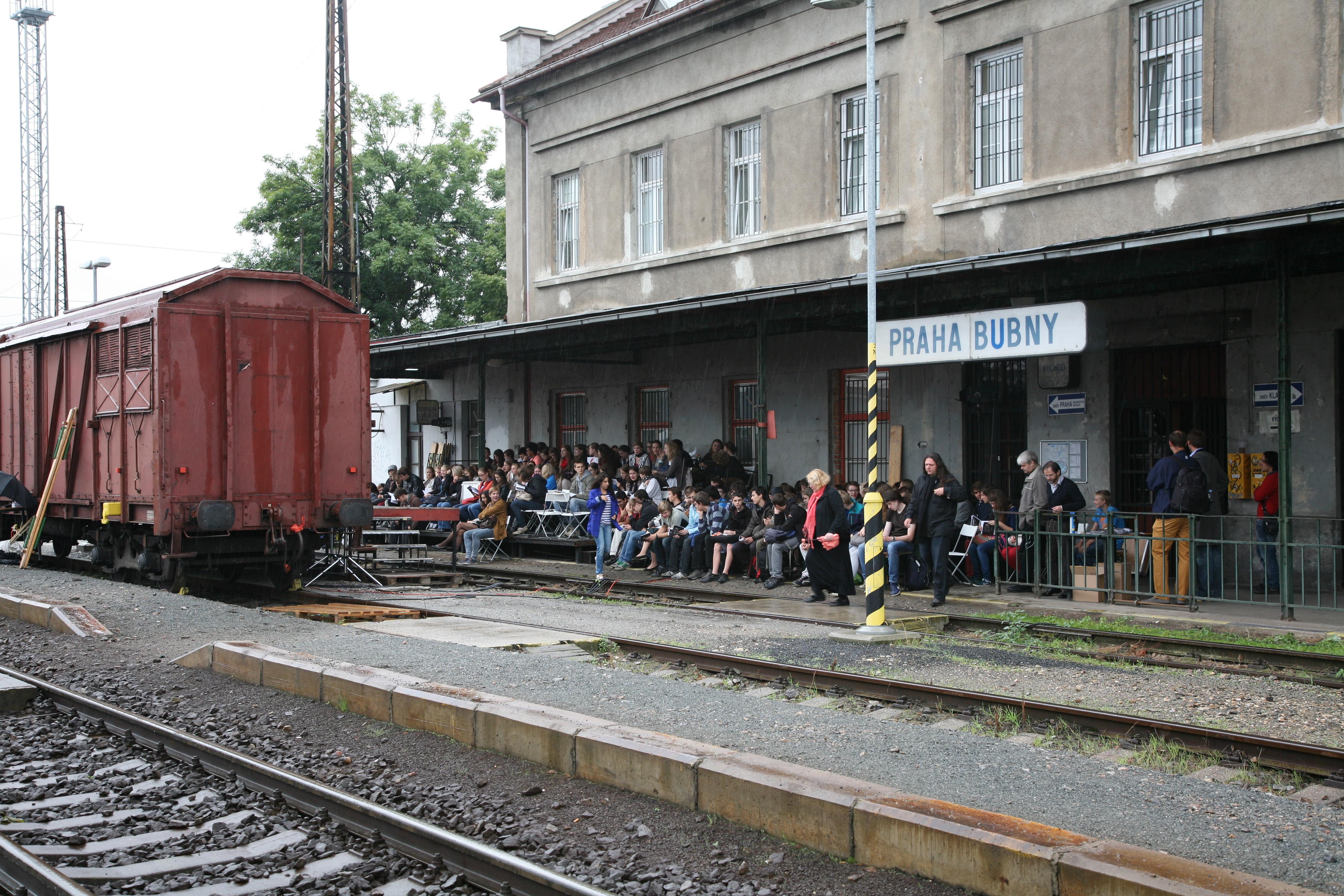 Vlak-Lustig-na-nádraží-Praha-Bubny-11