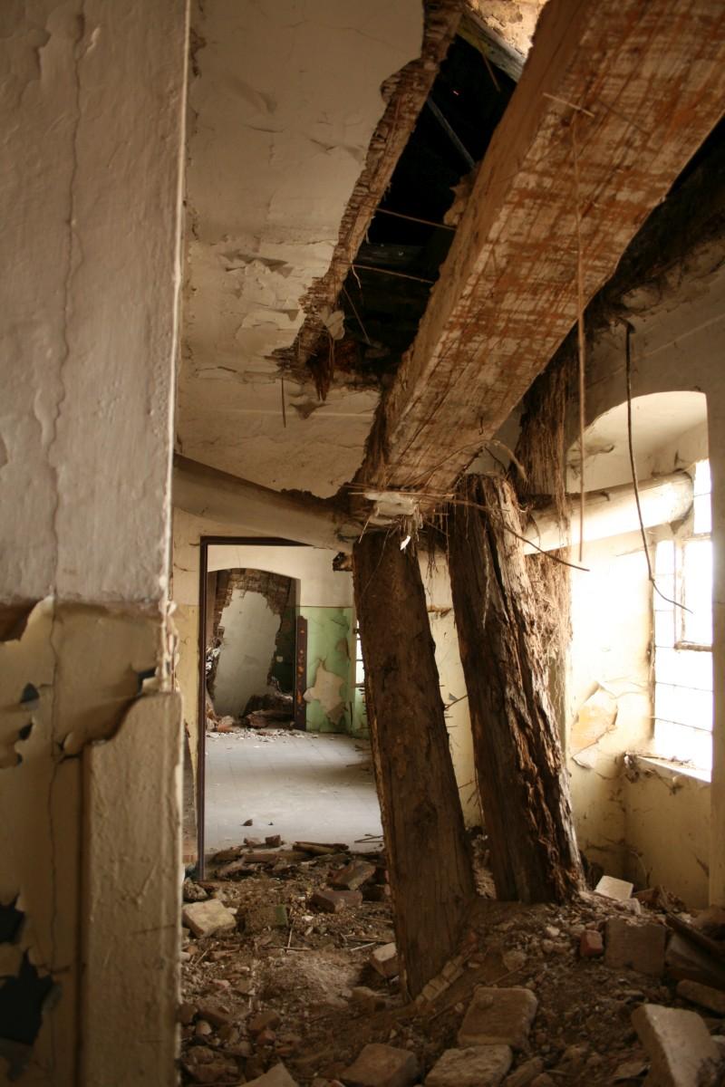Interier-zdevastovaných-Drážďanských-kasáren-3